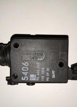 Моторчик (привод) центрального замка багажника Опель Вектра Б