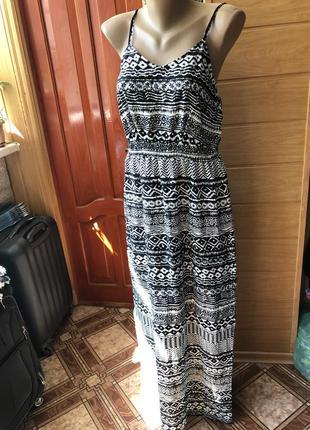 Платье лёгкое с разрезами по бокам