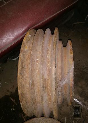 Шкив 3ручья +1 тип С, диаметр 295мм