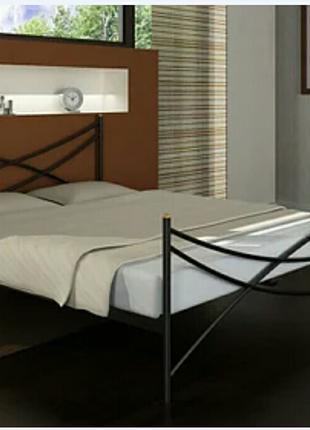 Металлическая кровать с матрасом