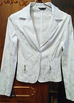 Пиджак белый нарядный продам