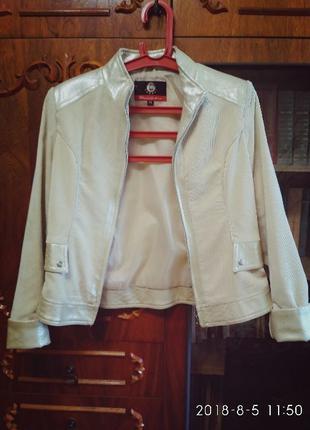 Женская куртка - ветровка вельветовая