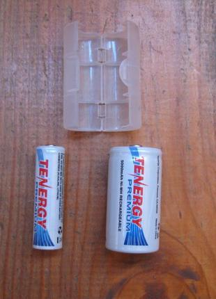 Батарейки АА в корпусе батарейки С. Контейнер для батарейки
