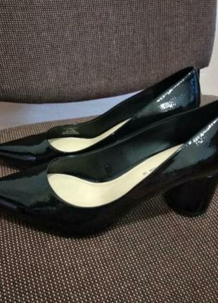 Туфли натуральный лак размер 38 zara