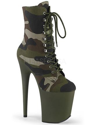 Камуфляжные стрипы-тройки, ботинки из канваса на высоком каблуке