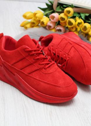 Замшевые красные кроссовки. красные кроссовки платформа осень ...