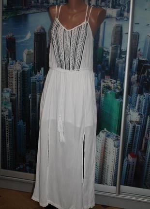 Платье расшито бисером