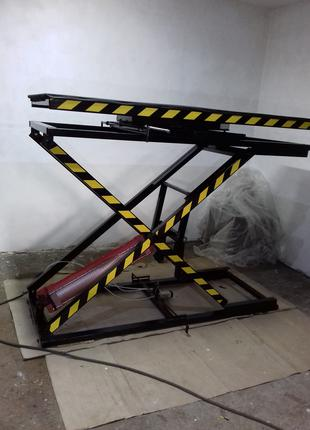 Подъёмно-поворотный стол обивщика мягкой мебели.