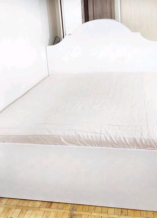 Белая кровать двухспальная с подъемным механизмом