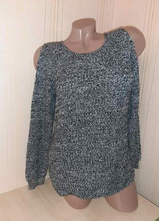 Стильный свитер с открытими плечами