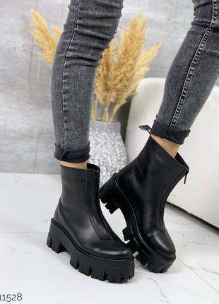 Чёрные кожаные ботинки на массивной подошве,демисезонные чёрны...