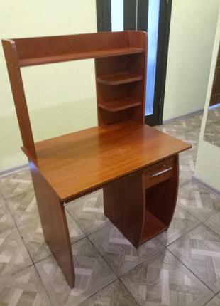 Продам компьютерный столик недорого