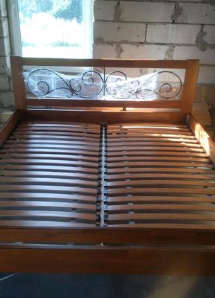 Продаю двуспальную кровать