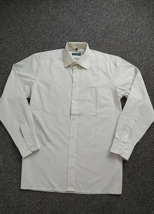 Рубашка мужская молочного цвета