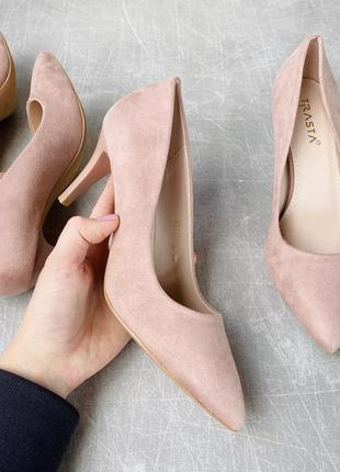 Базовые бежевые туфли на среднем каблуке/наложка