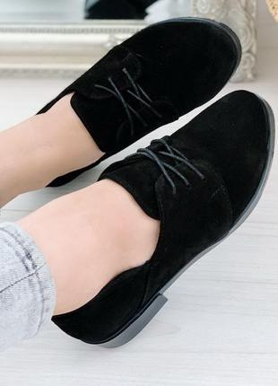 Черные туфли на низком ходу из натуральной замши
