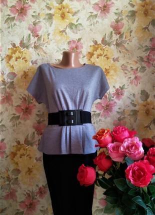 Платье с баской. серого цвета с черной юбкой. плюс пояс. трико...