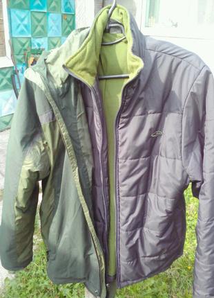 Куртка почти новая два водном.