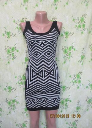 Стильное черное мини платье с белым узором