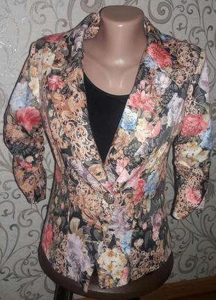 Пиджак с цветочным принтом