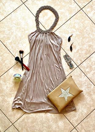 Соблазнительное впечатляющее платье-мини