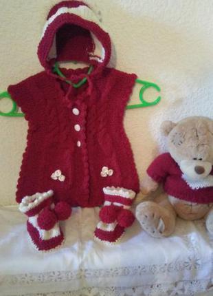 Шикарный костюмчик для малышки от 1-3 и3 и до 6 мес... новый.....