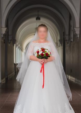 Красивое свадебное платье А-силуэт