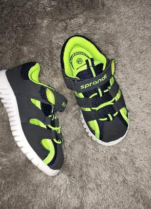Фирменные кроссовки сандали мальчику sprandi. размер 24
