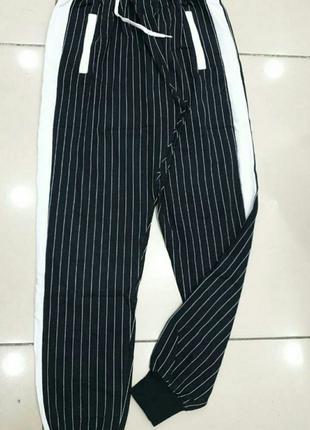 Стильные спортивные штаны в мелкую полоску(M)