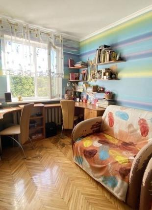 В продаже трехкомнатная квартира возле парка Горького