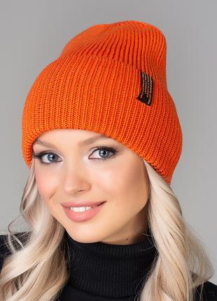 Яркая стильная шапка Сали
