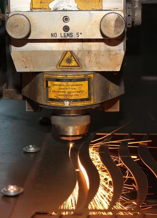 Лазерная резка, режем металл, нержавейку, алюминий