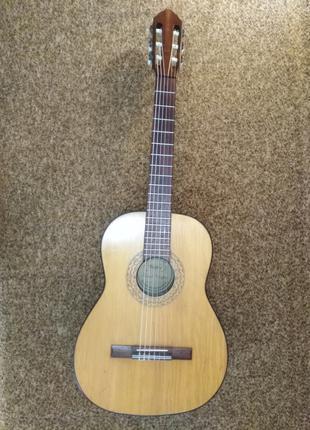 Продам немецкую винтажную классическую гитару Meister (1968г)