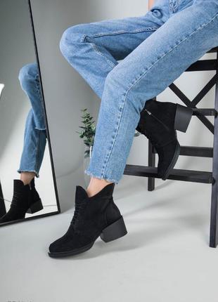 Женские удобные замшевые ботинки