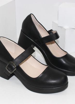 Женские черные комфортные туфли с пряжкой на среднем каблуке