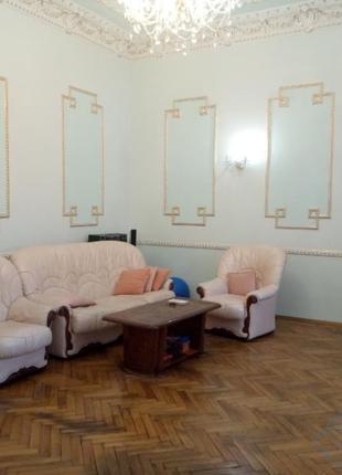 Светлая 4-комнатная квартира на Троицкой возле парка Т.Г.Шевченко