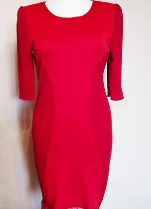 Платье нарядное красное.
