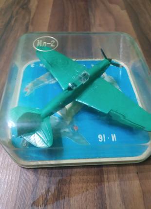 Продам коллекционный самолетик Ил-2