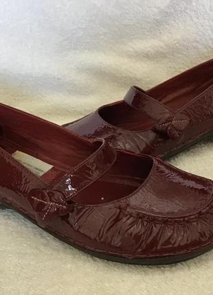 Туфли лаковые натур clarks оригинал 39(6)р