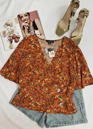 Яркая блуза в цветочный принт