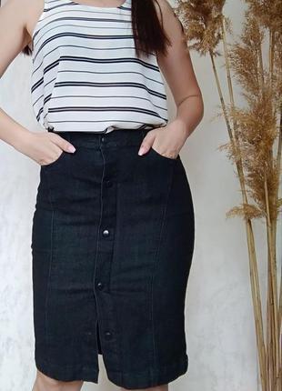 Чорна джинсова спідниця пряма  міді