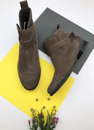 Замшевые ботинки от clarks