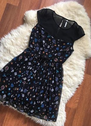 Коктельное платье с разрезами спереди
