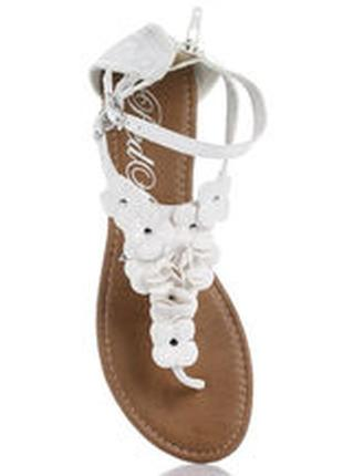 Стильні сандалі