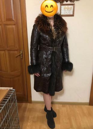 Зимнее кожаное пальто.