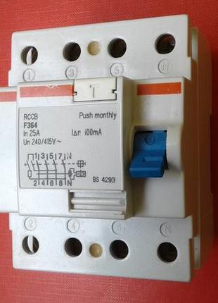 Трифазний диференційний вимикач
