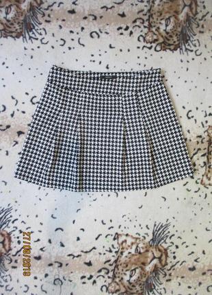 Стильная юбка со складками в гусиную лапку