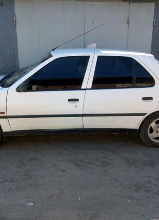 Продам машину Peugeot 306 1.4 бензин 1993года Пежо 306