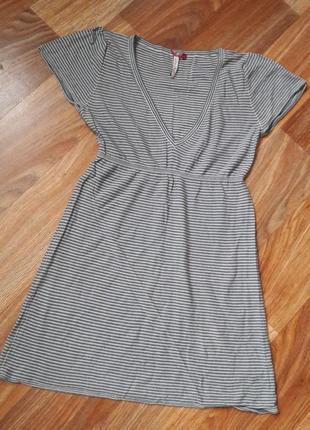 Платье в полоску с v-образным вырезом