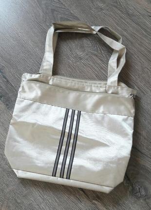 Глубокая вместительная сумка на плечо